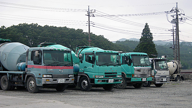 三吹生コンのトラック
